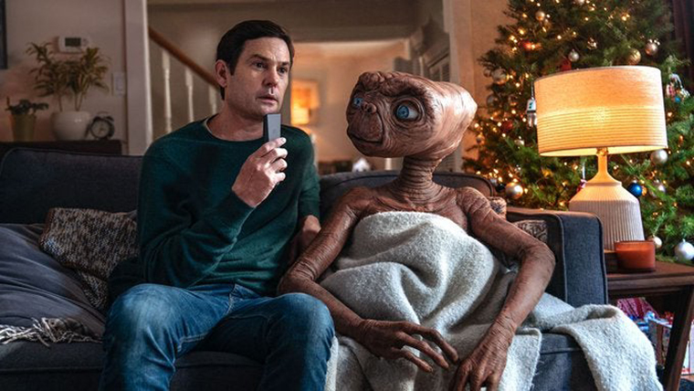 A Holiday Reunion, ET, Elliot