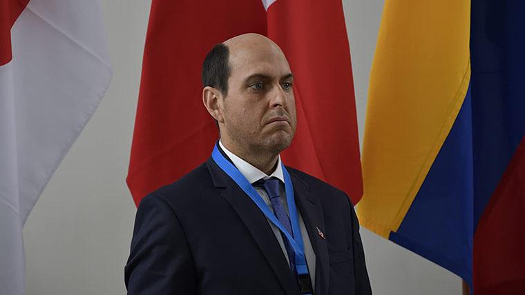 El Presidente, Andrés Parra, Amazon